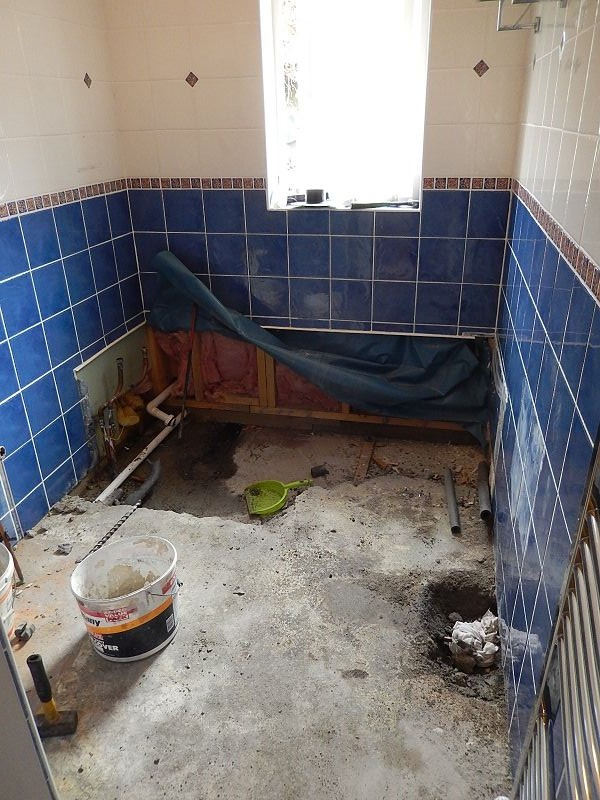 jetzt geht es los badrenovierung die erste siggi dinos home. Black Bedroom Furniture Sets. Home Design Ideas
